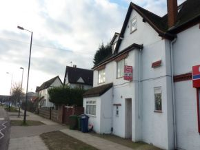 Featured To Rent Hatch End - £242 p/w